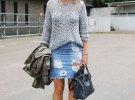 джинсовая юбка с серой кофтой