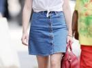 джинсовая юбка с белой рубашкой с коротким рукавом