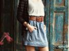 джинсовая юбка с серой майкой и темным кардиганом