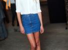 джинсовая мини юбка и белая рубашка