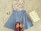 джинсовая юбка и светлая рубашка