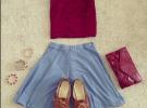 джинсовая юбка и бордовая майка