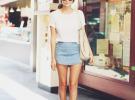 джинсовая юбка и белая футболка