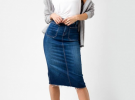 джинсовая юбка миди с белой майкой и серым кардиганом