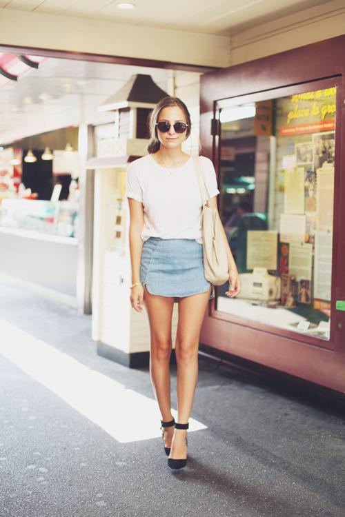 Джинсовая юбка и футболка фото