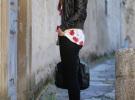 красные туфли с черными джинсами