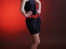 красные туфли с черным платьем