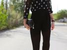 красные туфли и черные брюки
