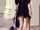 черное платье с красными туфлями