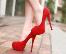 С чем носят красные туфли