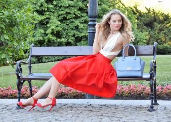 Удачные сочетания с юбкой красного цвета