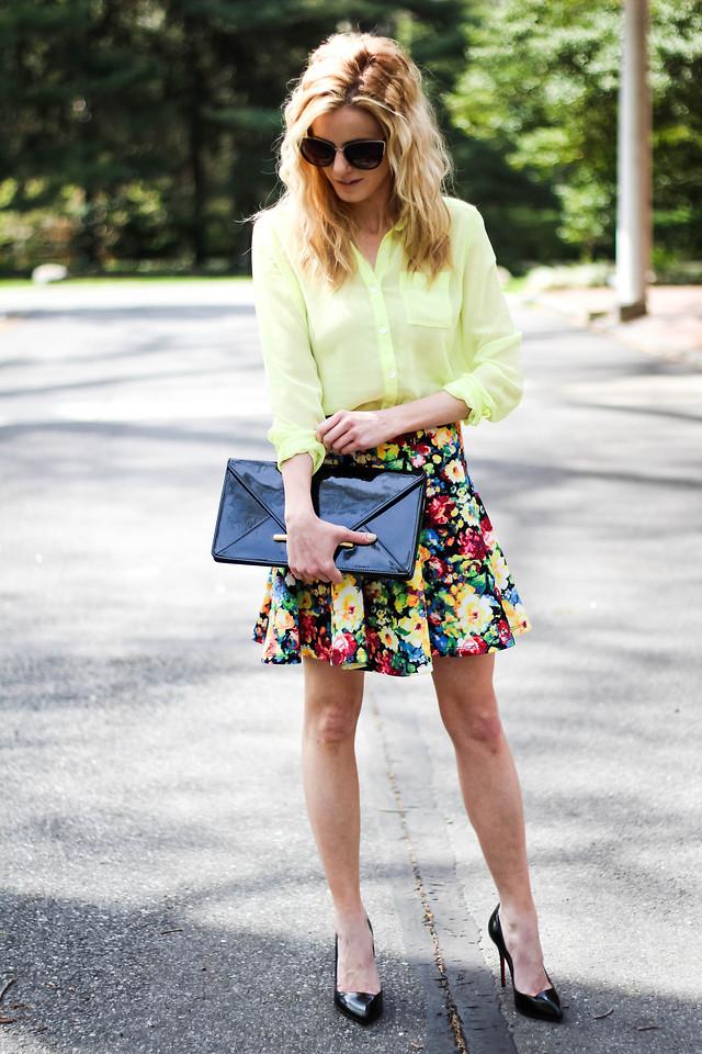Яркая юбка с цветами