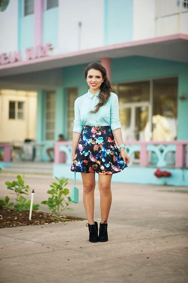 Короткая юбка с цветами