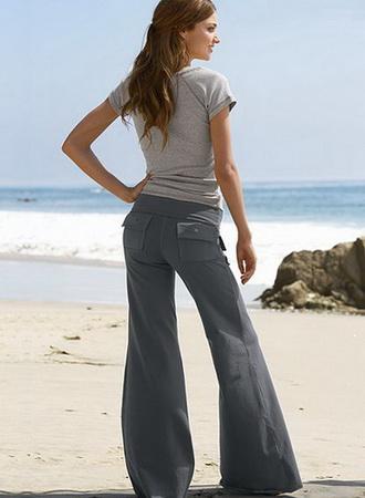 Моду на брюки ввела Коко Шанель.
