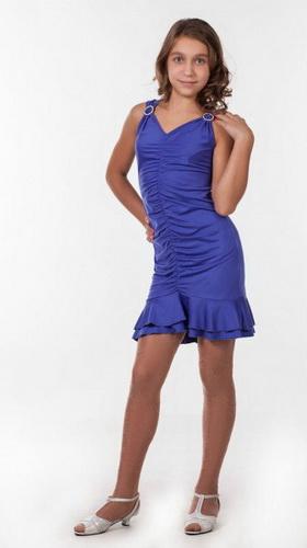 Коктейльные платья с открытыми плечами в сочетании с хрупкой внешностью девочки будет производить невероятный эффект.